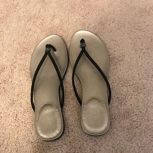 Unisa black flip flops